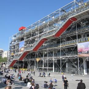 2012年、美術館の入館者、急増